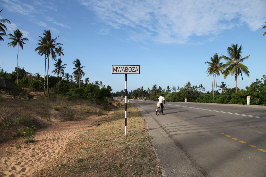 The road through Mwaboza and into Tanga